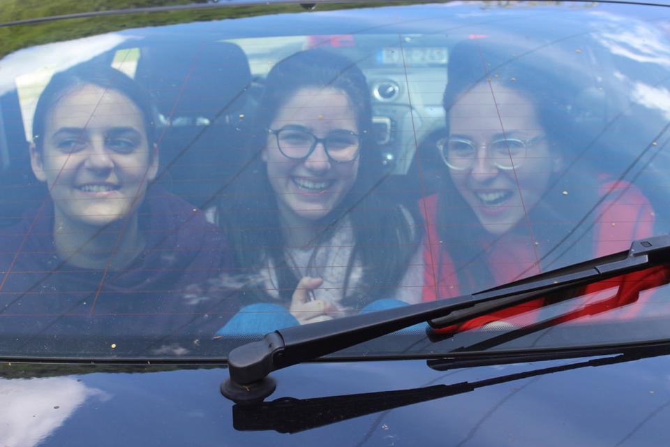 Autóban