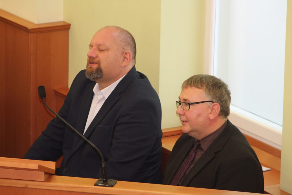 A szószéken Nemeshegyi-Horváth György vendég és Merényi Zoltán helyi lelkipásztorok